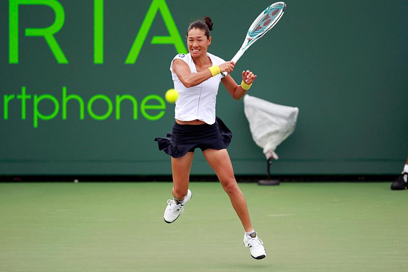 ソニー・オープン1回戦でフォアハンドを打つクルム伊達公子(テニス)