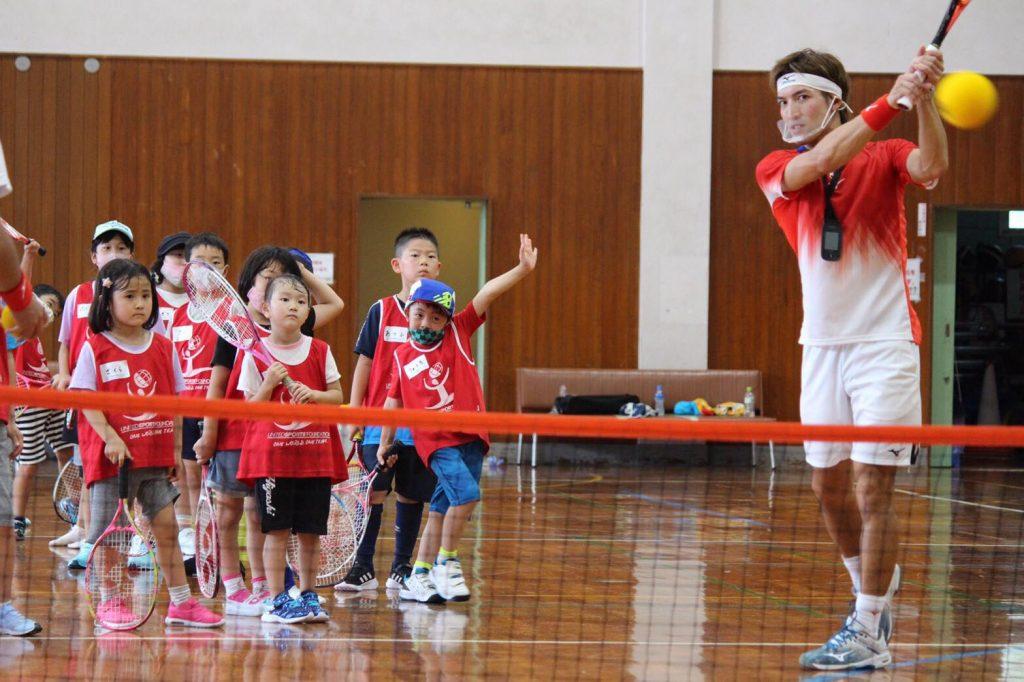 子どもたちがテニスを初体験!8月12日にもテニピンイベントを実施【ニュース – TENNIS.jp】