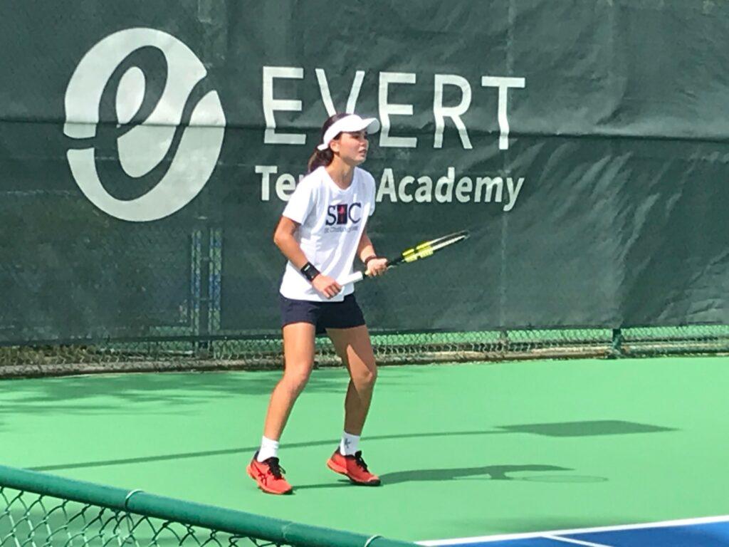 日本トップジュニアのクロスリー真優が、エバートTAでの活動を開始「テニスと語学力を磨きたい!」【ニュース – TENNIS.jp】